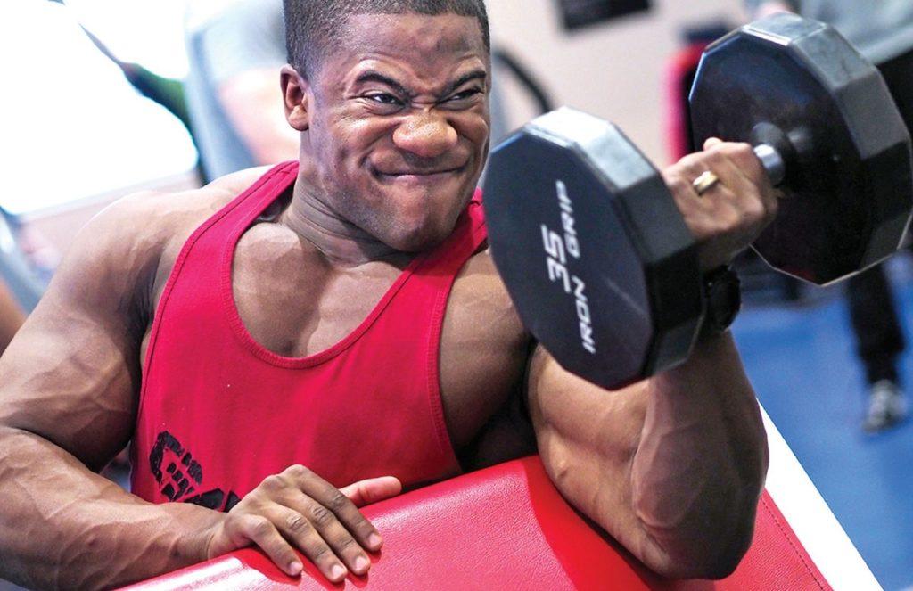 Athlète aux gros muscles