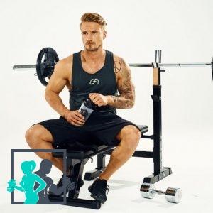Athlète assis sur son Banc de Musculation Gorilla Sports